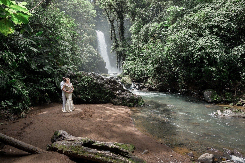Janet-Thad-wedding-photos-La-Paz-Waterfall-Gardens-Costa-Rica-3.jpg