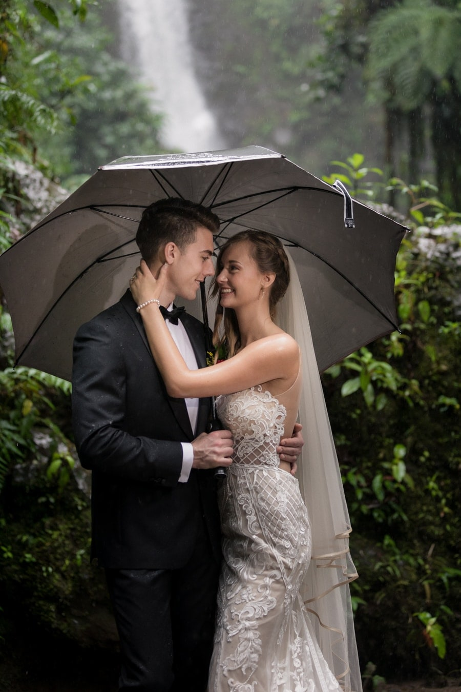Sierra-Thomas-bride-groom-photos-La-Paz-Waterfall-Gardens-13.jpg