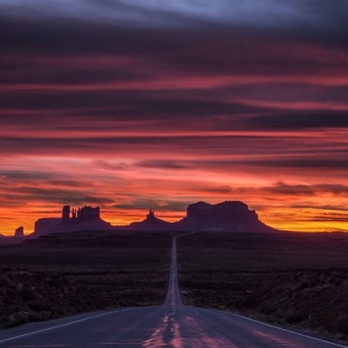 This was such an incredible #sunset in #MonumentValley along the Arizona/Utah border. We waited for hours hoping for a decent sunset even though the sky was generally overcast. We sure lucked out! #arizona #arizonahiking #arizonahikersguide #visitarizona #instagramaz #igsouthwest #earthpix #visualsofearth #visualsoflife #theglobalwanderer #ourplanetdaily #neverstopexploring #optoutside #wanderlust #majestic_earth #hikeaz #hikearizona #utah #takemecamping #bestoftheday #hikingculture #discoverearth #pictureoftheday #nakedplanet #arizonahighways #travel #highway