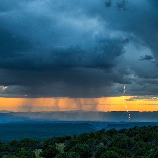 Lightning at #sunset near #Sedona, #Arizona. #az365 #azmountains #awesomeearth #dream_image #discoverearth #fantastic_earth #huffpostgram #arizonahiking #landscape #natgeo #nature #nikontop #natgeolandscape #photooftheday #ourplanetdaily #outdoorproject #igersaz #igsouthwest #instagramaz #ig_masterpiece #travel #theoutbound #thevoyaging #theglobewanderer #resourcemag #wonderful_earthpix
