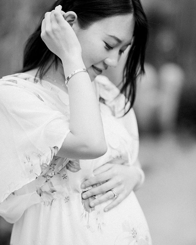 Full of love in her eves when looking at her coming baby! . . . . . #loveauthentic #ftwotw#fineartportrait #babyshower#familytime #fuji400h#weddingchicks #filmphotography#fineartphotography#featuremeoncewed #stylemepretty#stanford #bohobride #airydress#bayareamaternityphotographer#sffamilyphotographer#bayareafamilyphotographer#familyphotography#maternityphotography#moodygrams #婚礼摄影师#grainisgood #couplesession#familysession #studioopia#maternityshoot #maternitydress#maternity