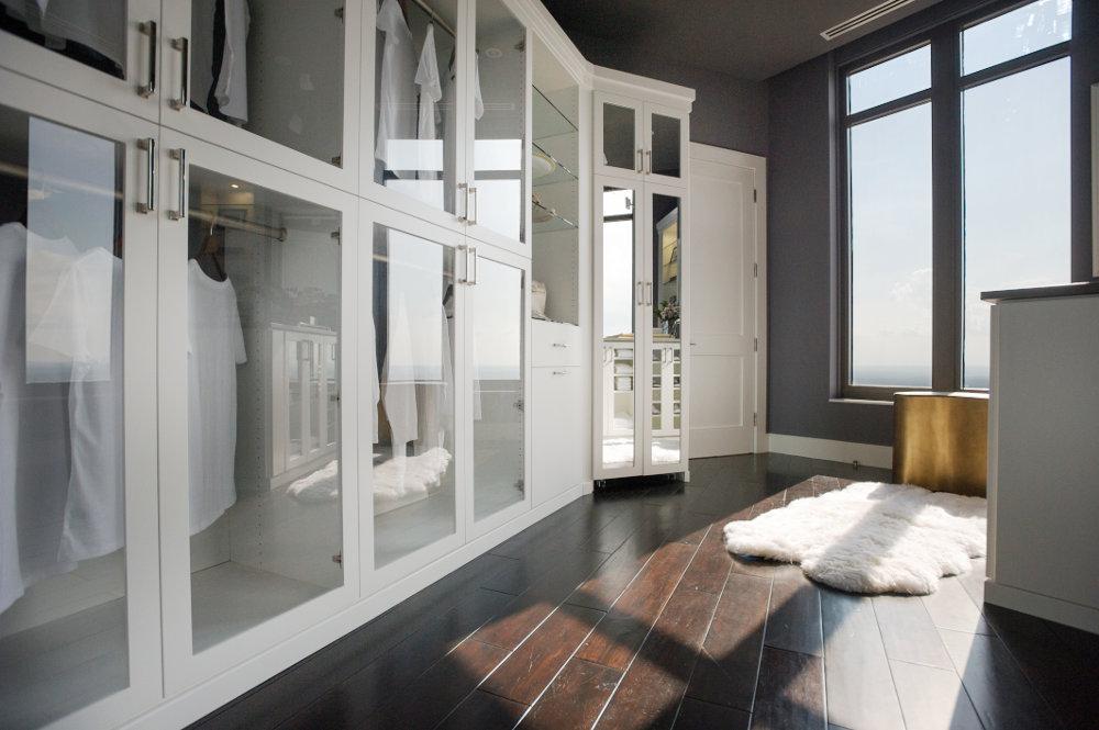 Closets de Madera con Puertas Corredizas de Diseño