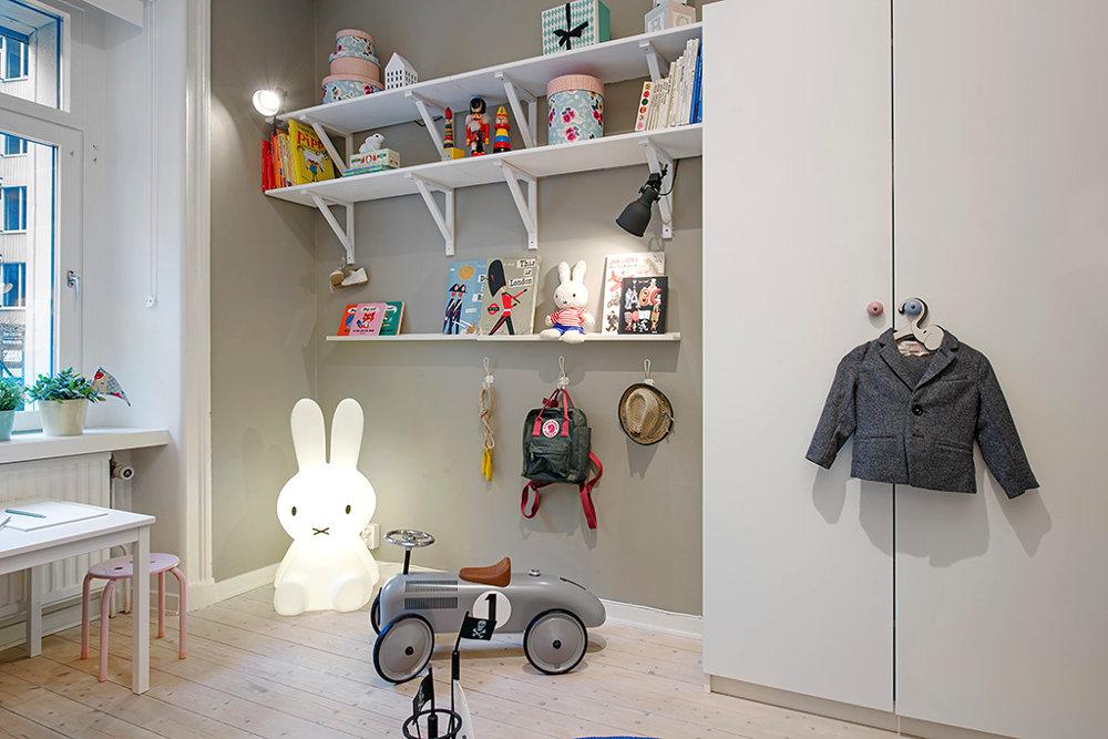 Closets para Niños con Repisas y Espacio para Ordenar Juguetes