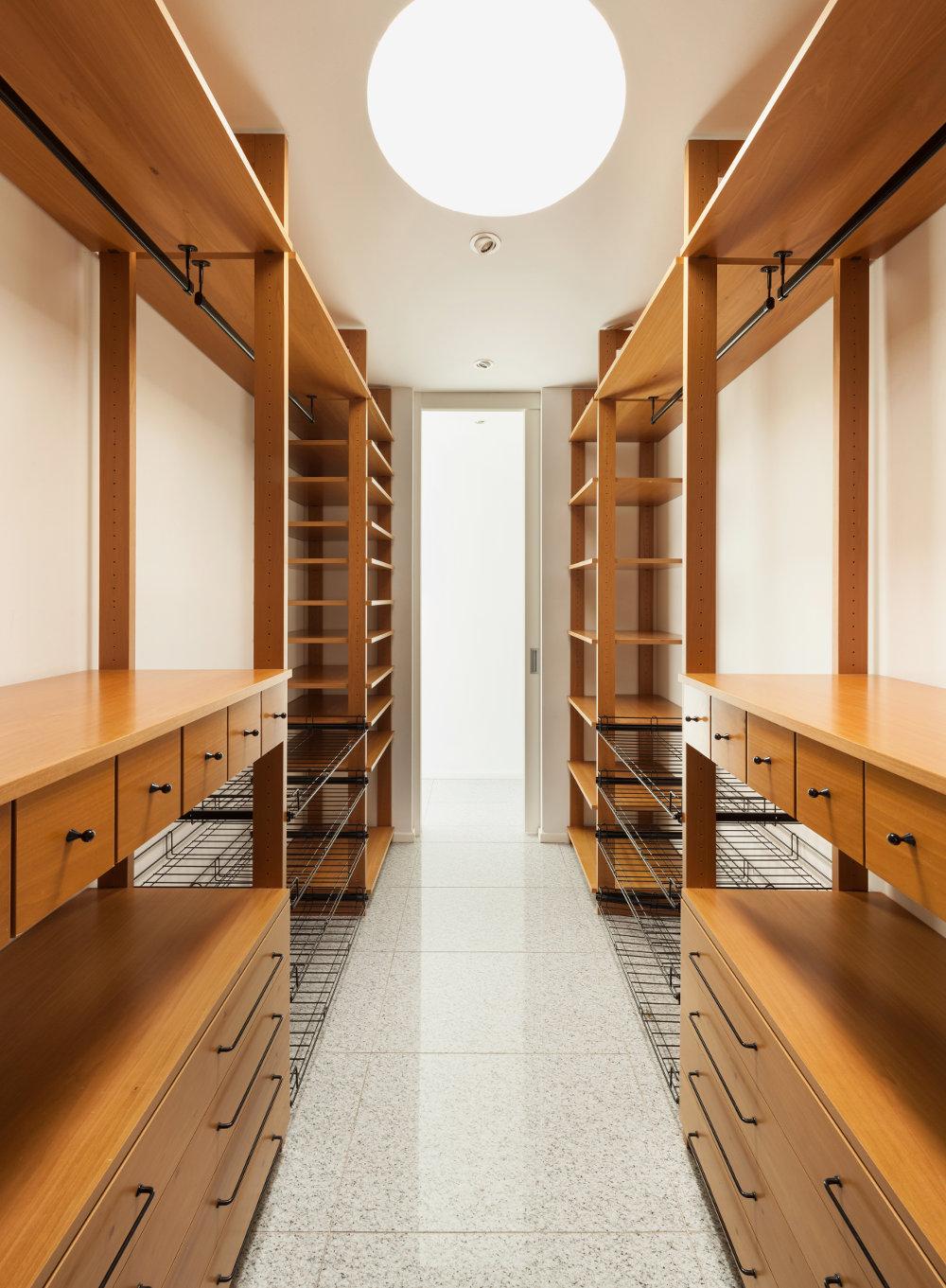 Closet Grande con Diseño de Lujo para Bolsas Zapatos y Ropa
