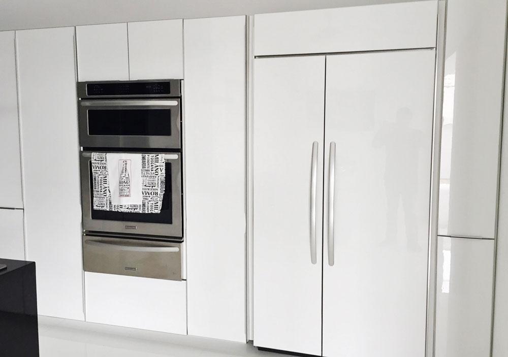 Cocina con Refrigerador Panelable de Lujo.jpg