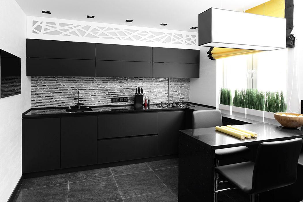 Cocina Integral Linear con Barra Grapa de Cuarzo Negro. Kitchen Depot GDL