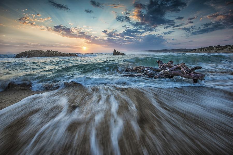 Diftwood at Buffels Bay. Nikon D800, 16-35 f/4 Nikkor @ 16mm. 1/10 sec, f/18, ISO 100