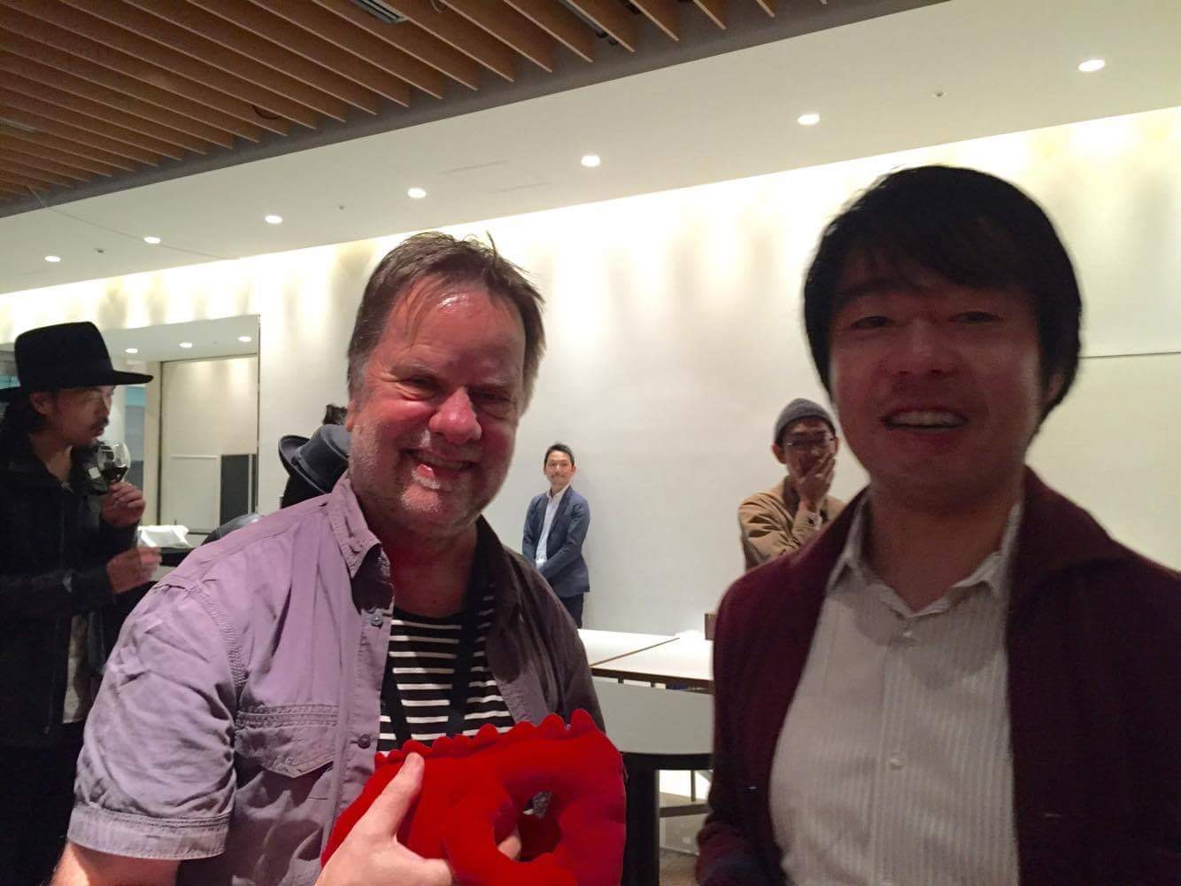Freddy Olsson from Goteborg Film Festival and his red dragon at Tokyo Cinema Night. Freddy, please choose Akiyo's film!