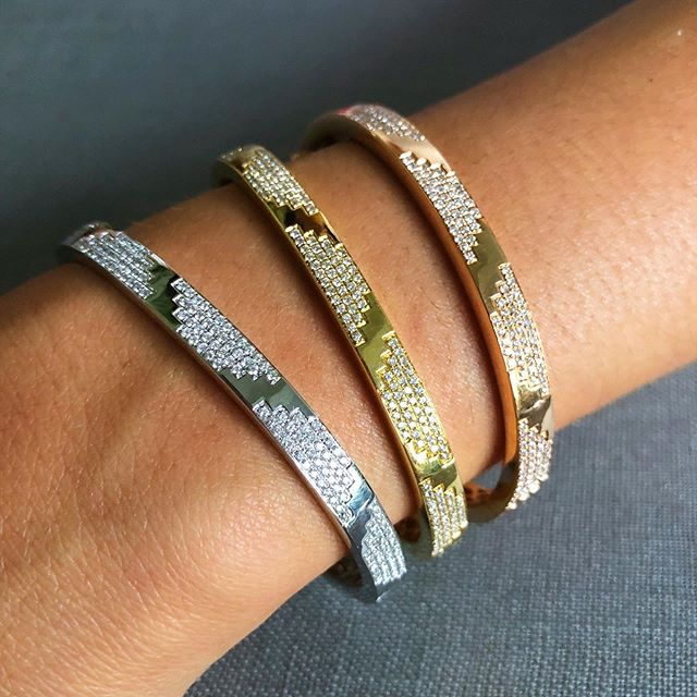 Our La Azteca bangles all stacked up in 18k white, rose and yellow gold 💫