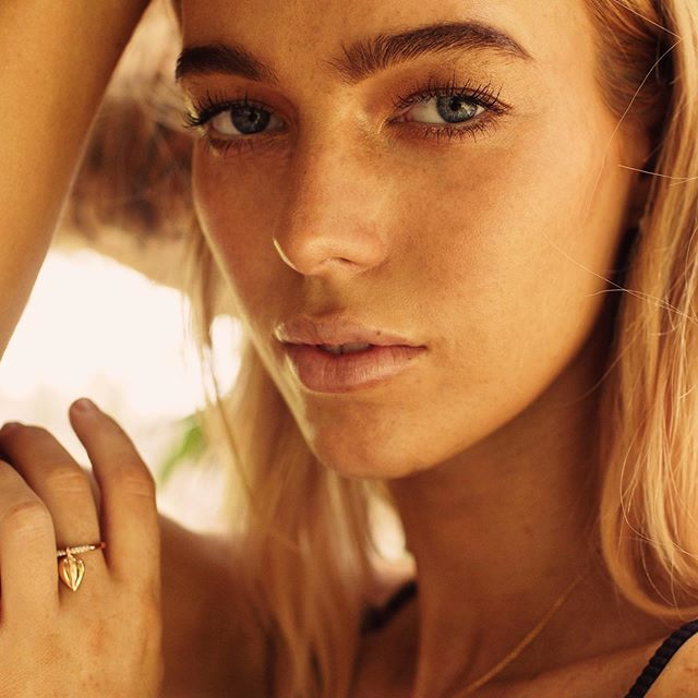 Our small Lazarus ring is a sweet edition to any jewellery lovers collection, with its playful charm which moves with your hand it is perfect worn in a stack or on its own.