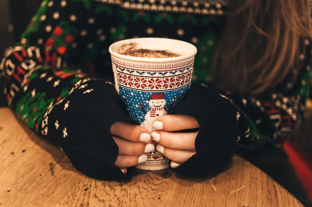 minimalist holiday traditions