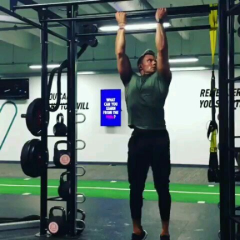 Anyone for bodyweight training? ambassador @therealmrfreshwater has embarked on mastering the art! How do you think he's doing?