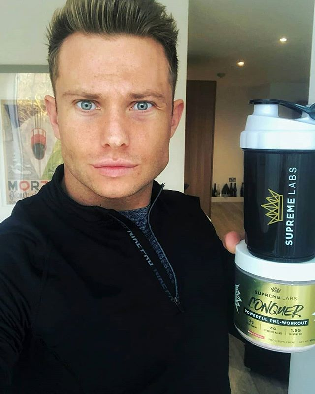 Mr Freshwater has been training hard learning new calisthenics based movements and has come on leaps and bounds. Have you tried to learn calithenics based movements? All powered by hisfavourite preworkout; Conquer by @supremelabs !
