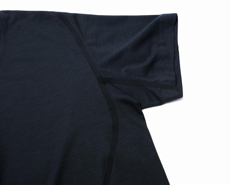 204-Outlier-RunflatMerinoT-Shirt-BlackNavy-tape.jpg