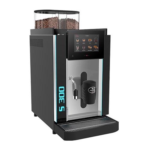Rex Royal S300 - Vollautomat für 250 Tassen pro Stunde7″ Touchscreen für die Einrichtung von bis zu 24 Getränke-Symbolen.2 unterschiedliche Benutzeroberflächen.Die bewährte Metall-Brühgruppe fasst bis zu 23 Gramm Kaffeepulver und erfüllt die höchsten Ansprüche an die Kaffeequalität.Einfache Bedienung und Pflege dank visueller Bedienerführung und automatisierter Reinigung.Schweizer Qualität – Swiss Made.