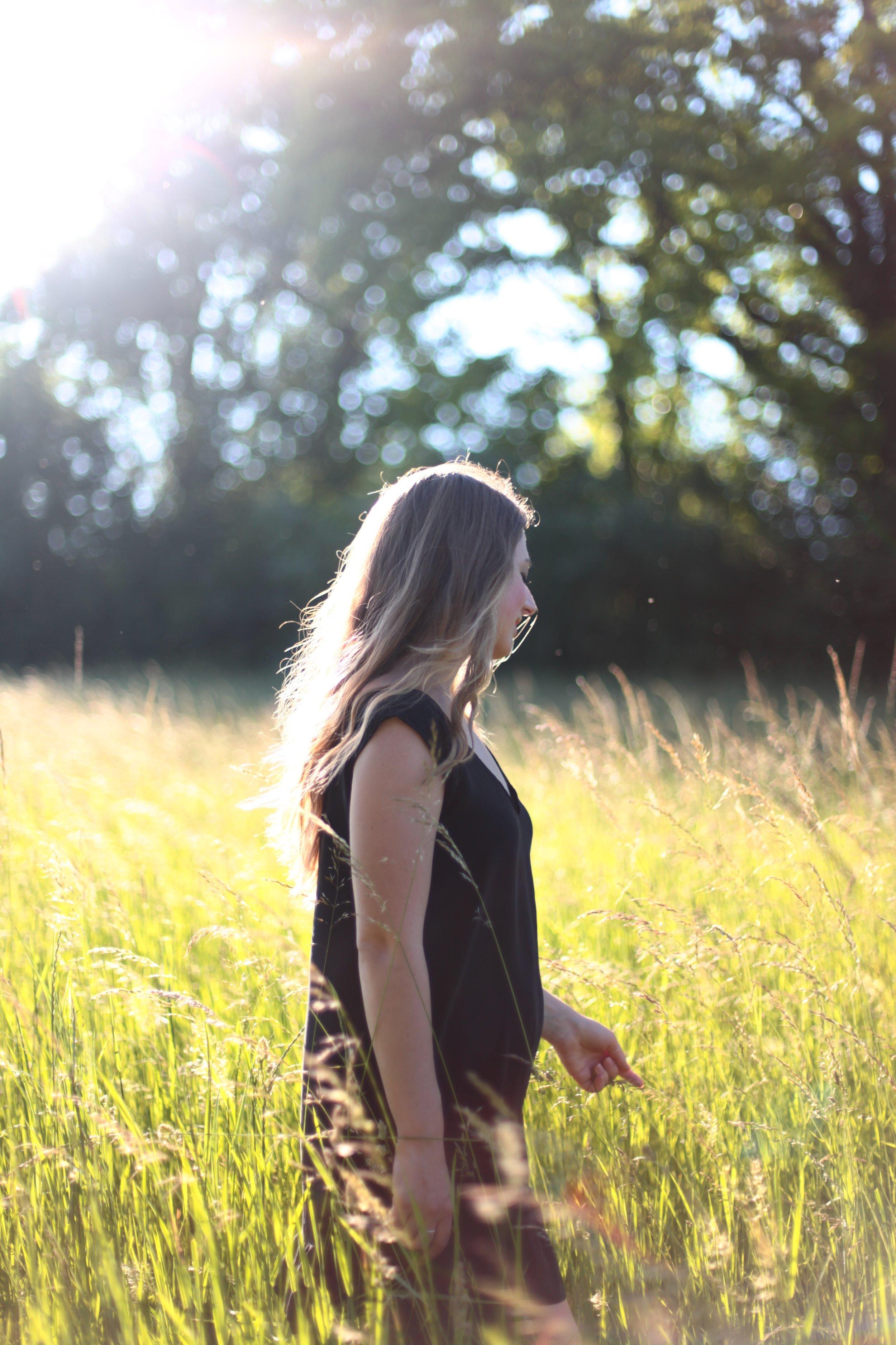 release-self-doubt-overcome-self-consciousness-intuitive-life-coach-dubai-sarah-lewis