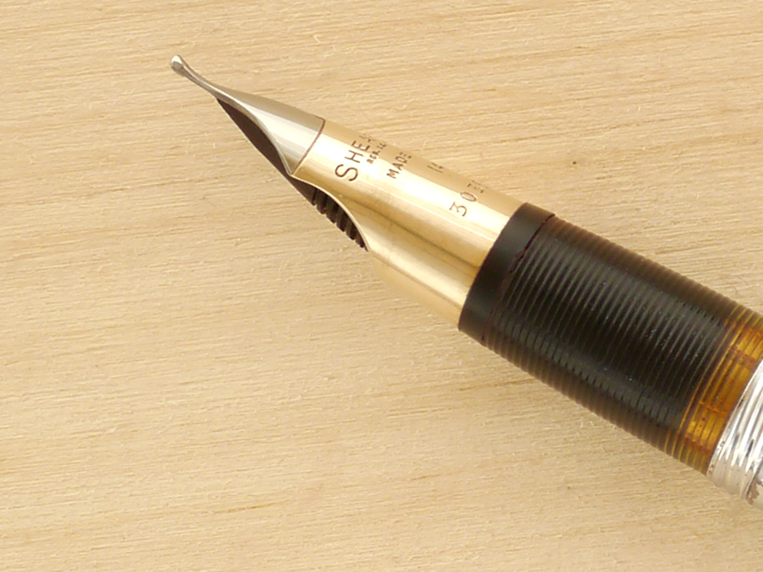 Sheaffer Touchdown Valiant, B, nib profile showing excellent geometry and alignment
