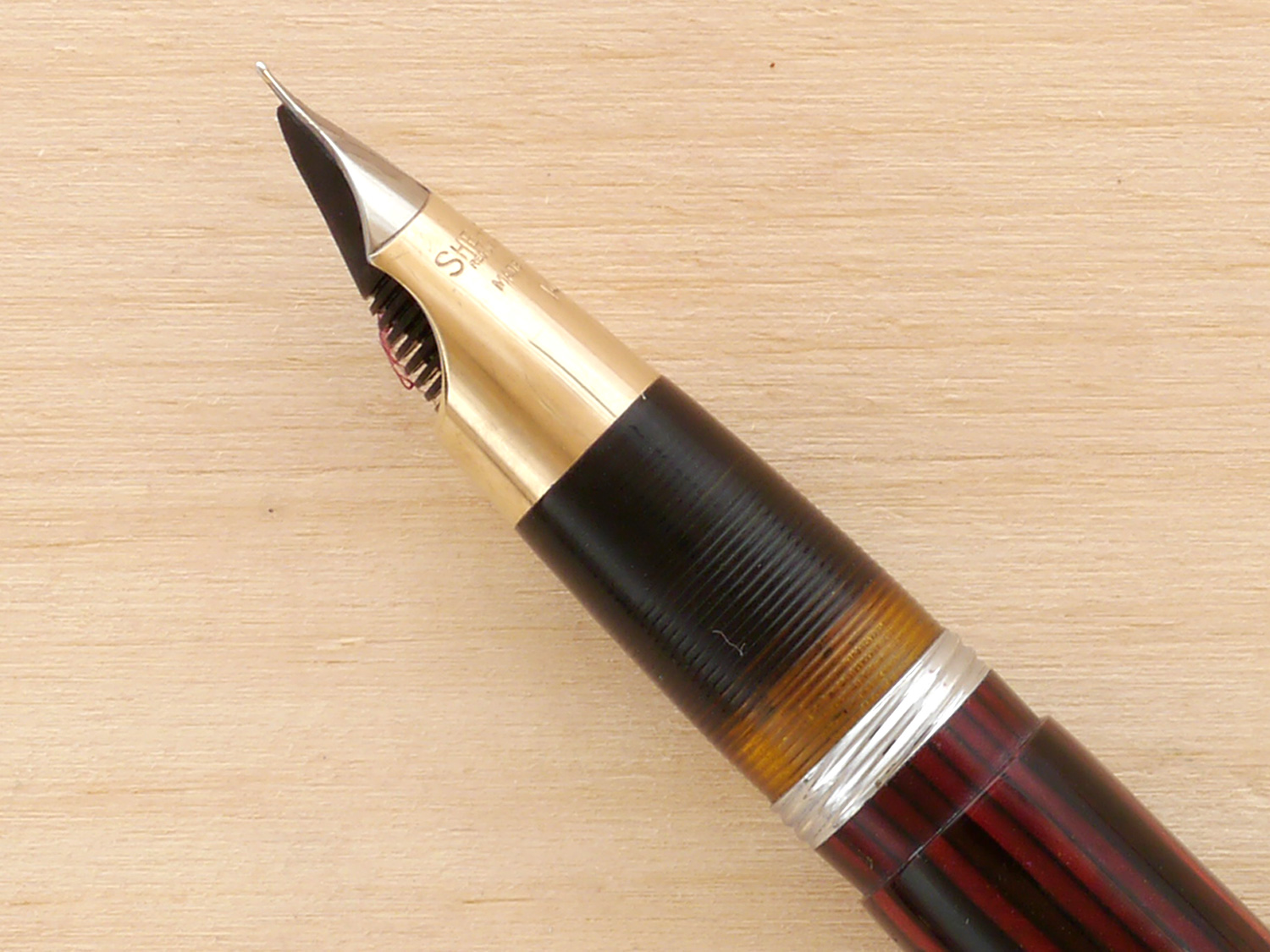 Sheaffer Tuckaway Vac in Carmine, XXF, nib profile showing excellent geometry and alignment