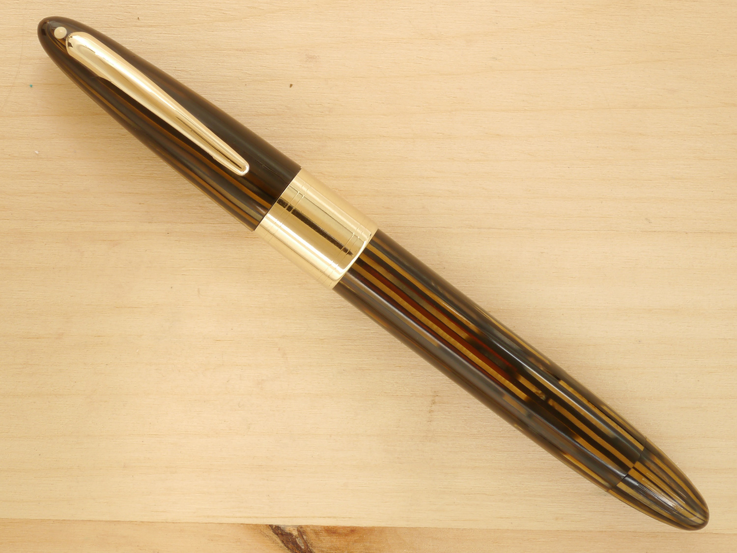 Sheaffer Triumph Valiant Vac Oversize, Golden Brown, F-M, capped