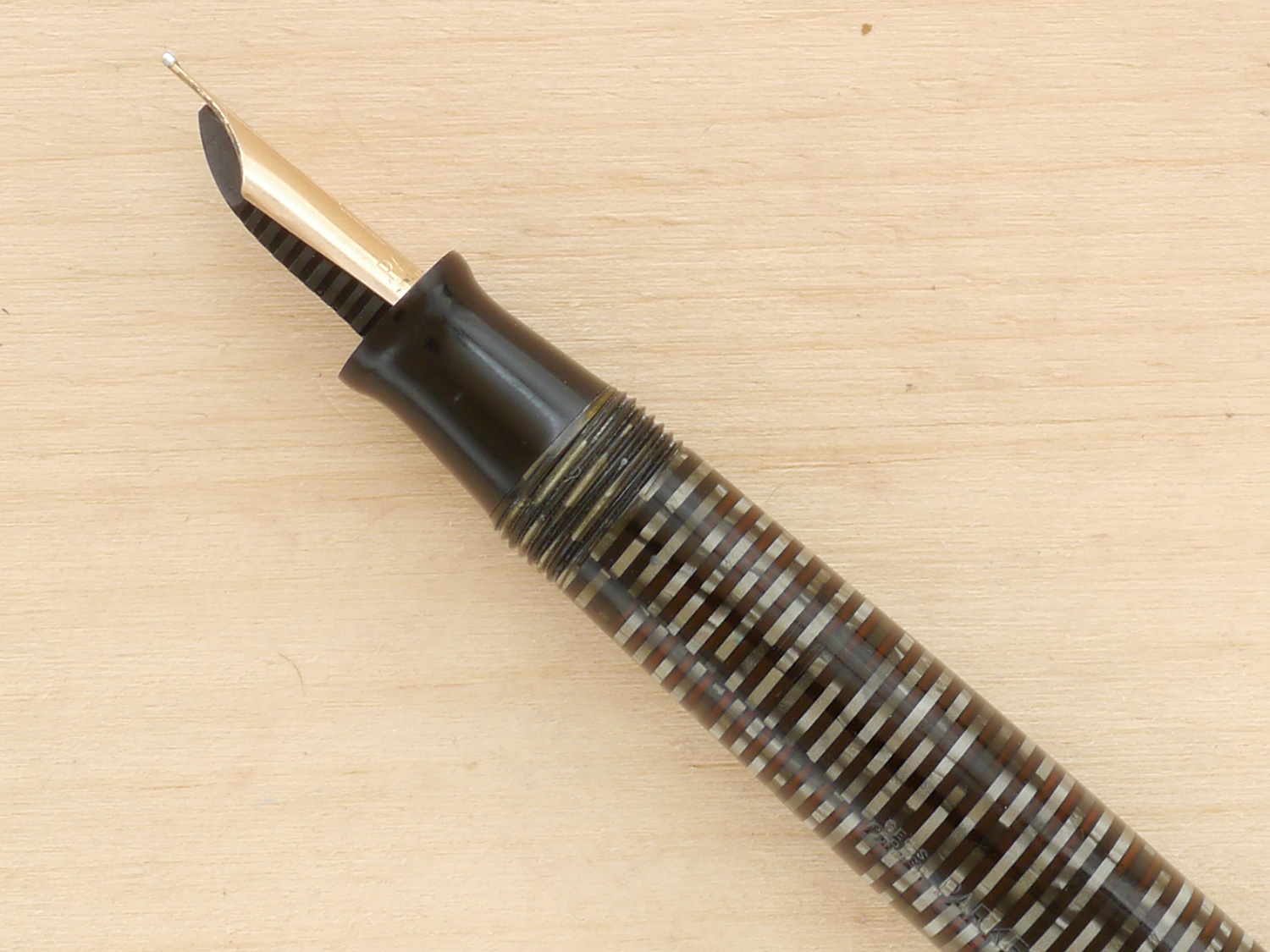 Parker Vacumatic Major, Silver Pearl, F, nib profile showing excellent tipping geometry and alignment.