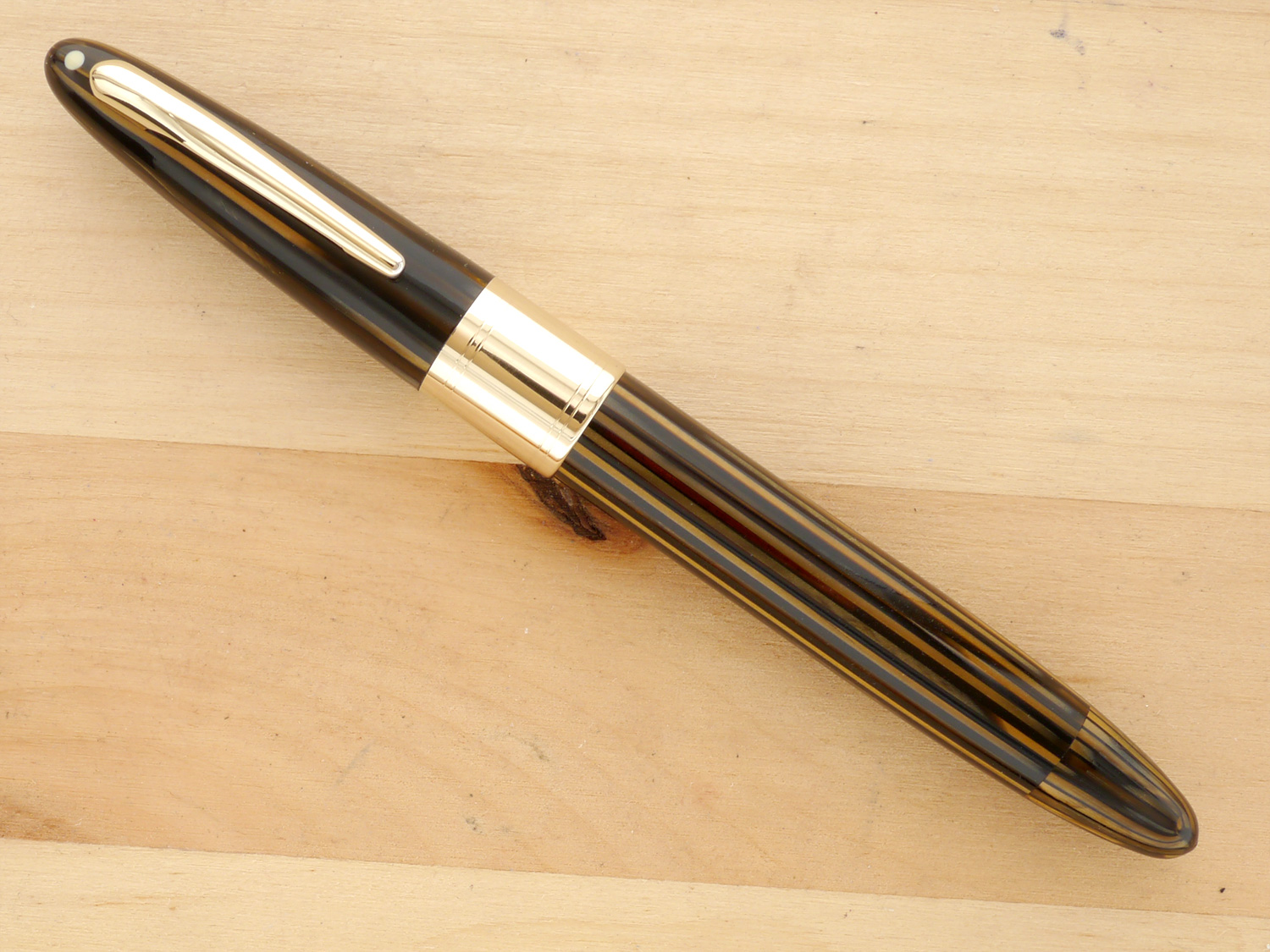 Sheaffer Triumph Valiant Oversize Fountain Pen and Pencil Set, Golden Brown, XF, capped