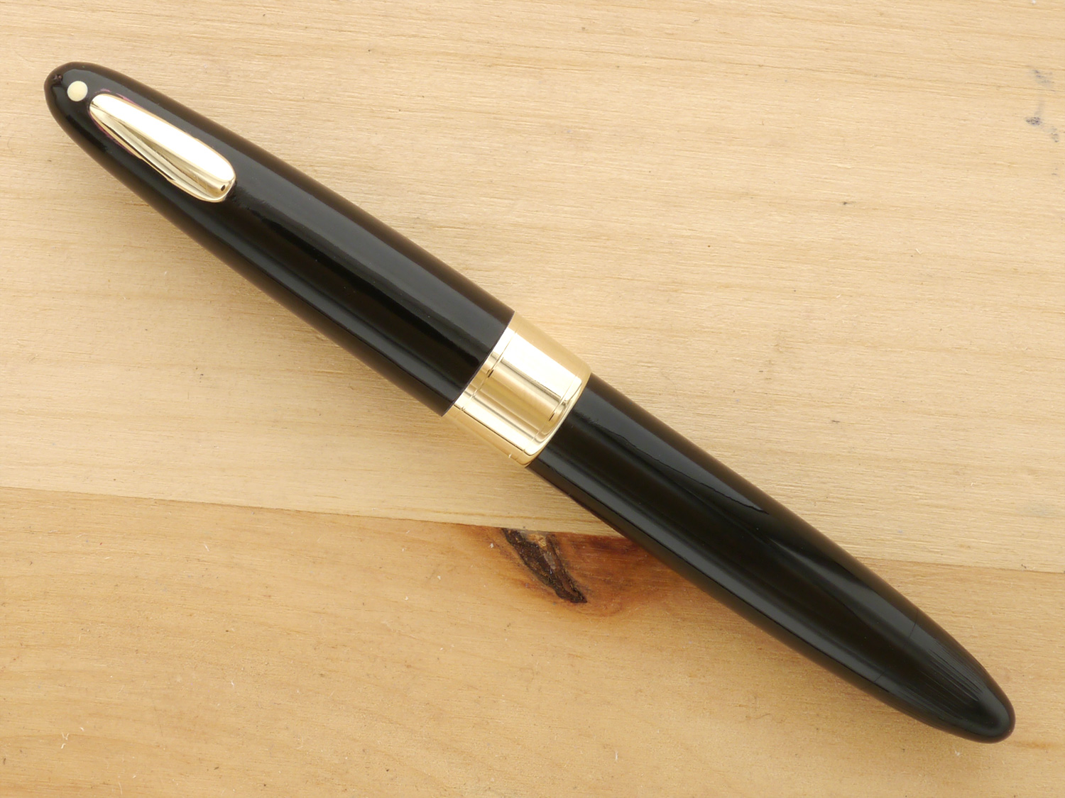 Sheaffer Triumph Statesman Tuckaway Fountain Pen, F, capped