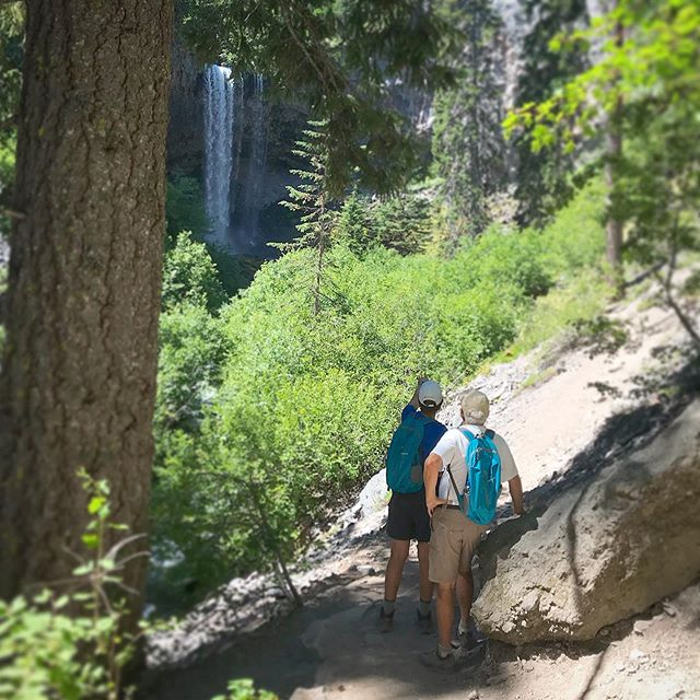 #mthood #omht #waterfalls #naturetherapy #exploregon #adventuretravel #firstnaturetours