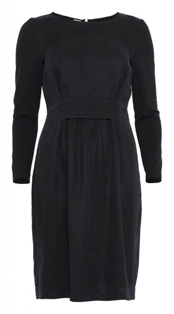 Baum-und-Pferdgarten-black-dress-with-quilted-belt-567x1024.jpg