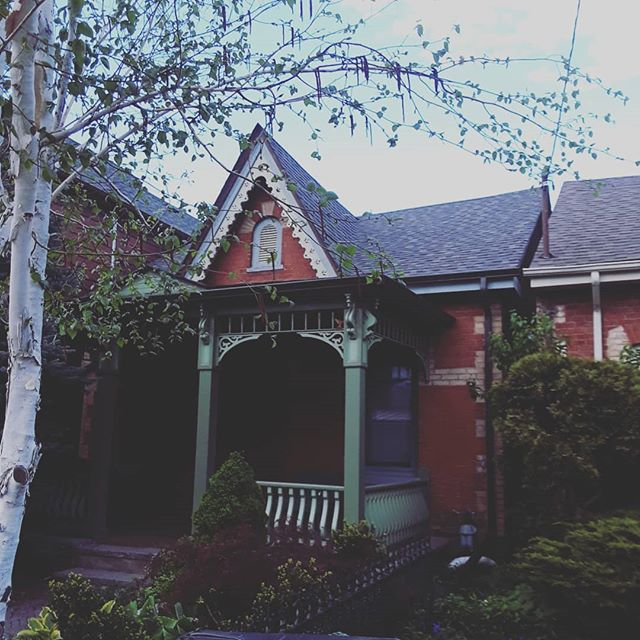 "Part 1 of a series titled ""Toronto Twin Houses."" These two are actually a pair from a quadruplet of houses, all with the similar scalloped decor on the vertical arch that tops the house. Very Victorian. I love that one owner made that element pop with some brightly coloured paint.  #architecture #toronto #torontoarchitecture #victorian #victorianism #homedecor"
