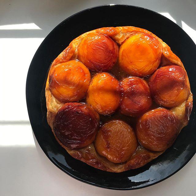 No filter on this peach tatin because sex is better in natural light. #baking #peach #tatin #summer #instadessert #instapastry #pastry #fruit