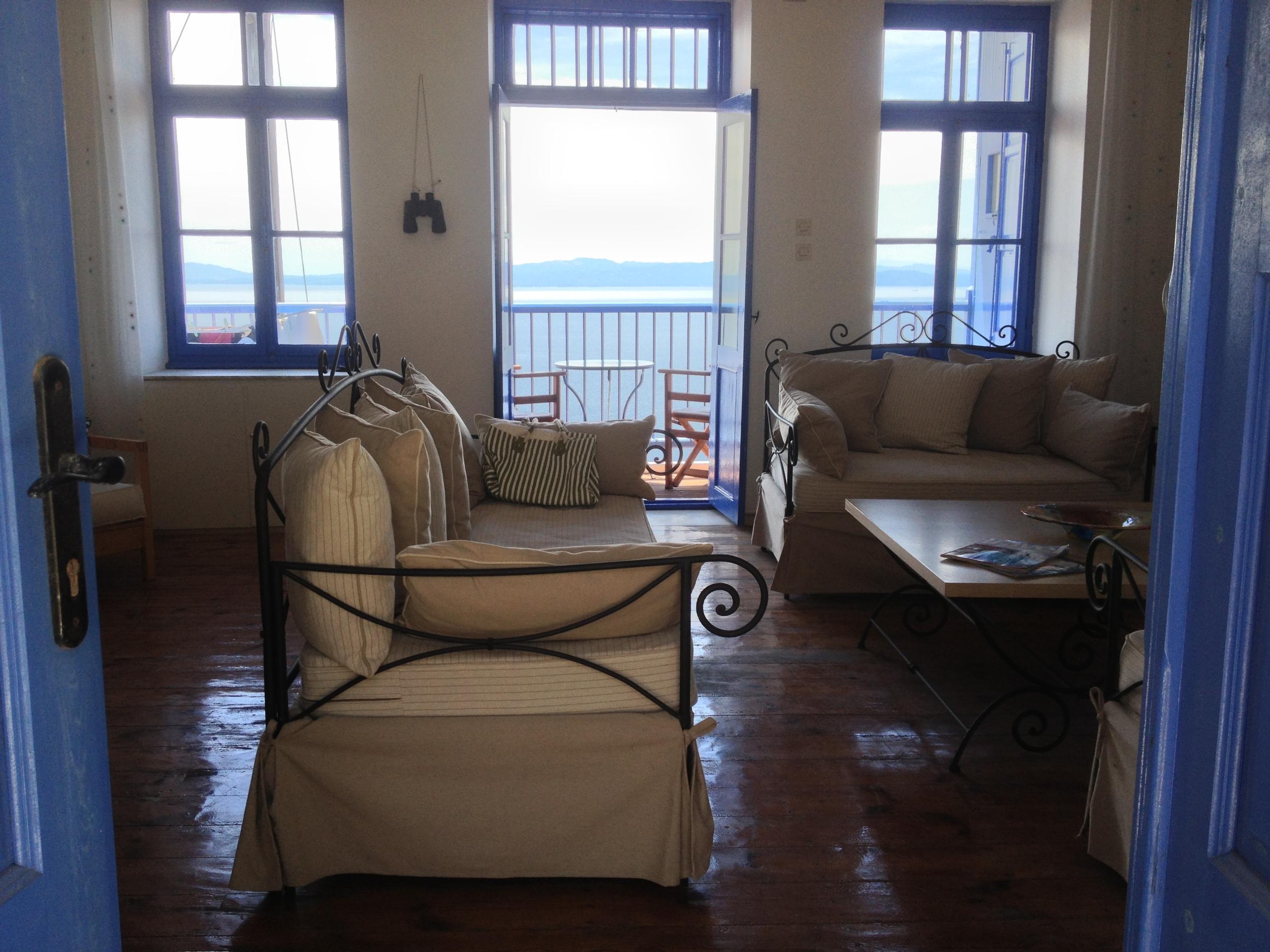 Lounge & View.JPG