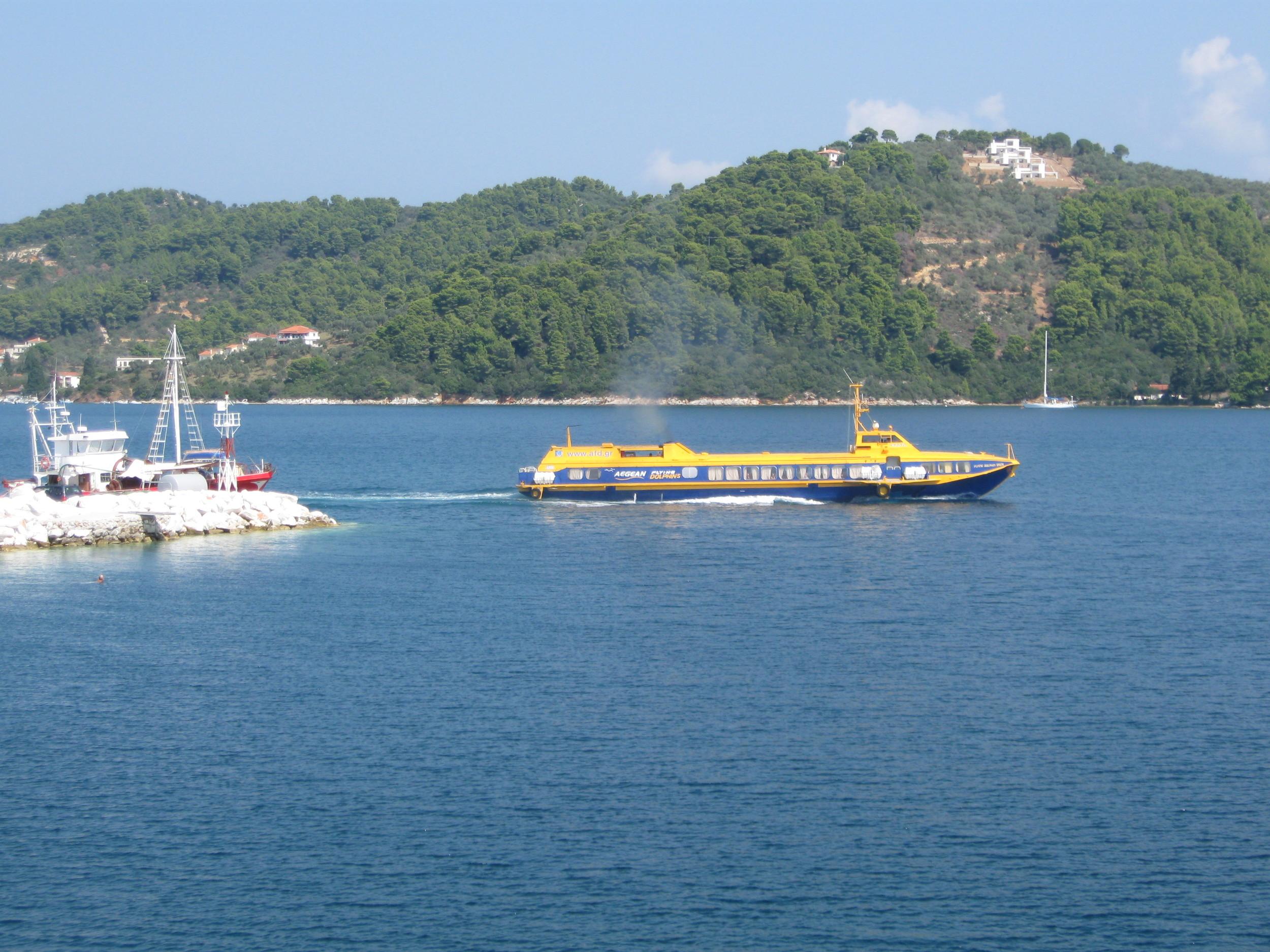 A 'Flying Dolphin' departs Skiathos.JPG