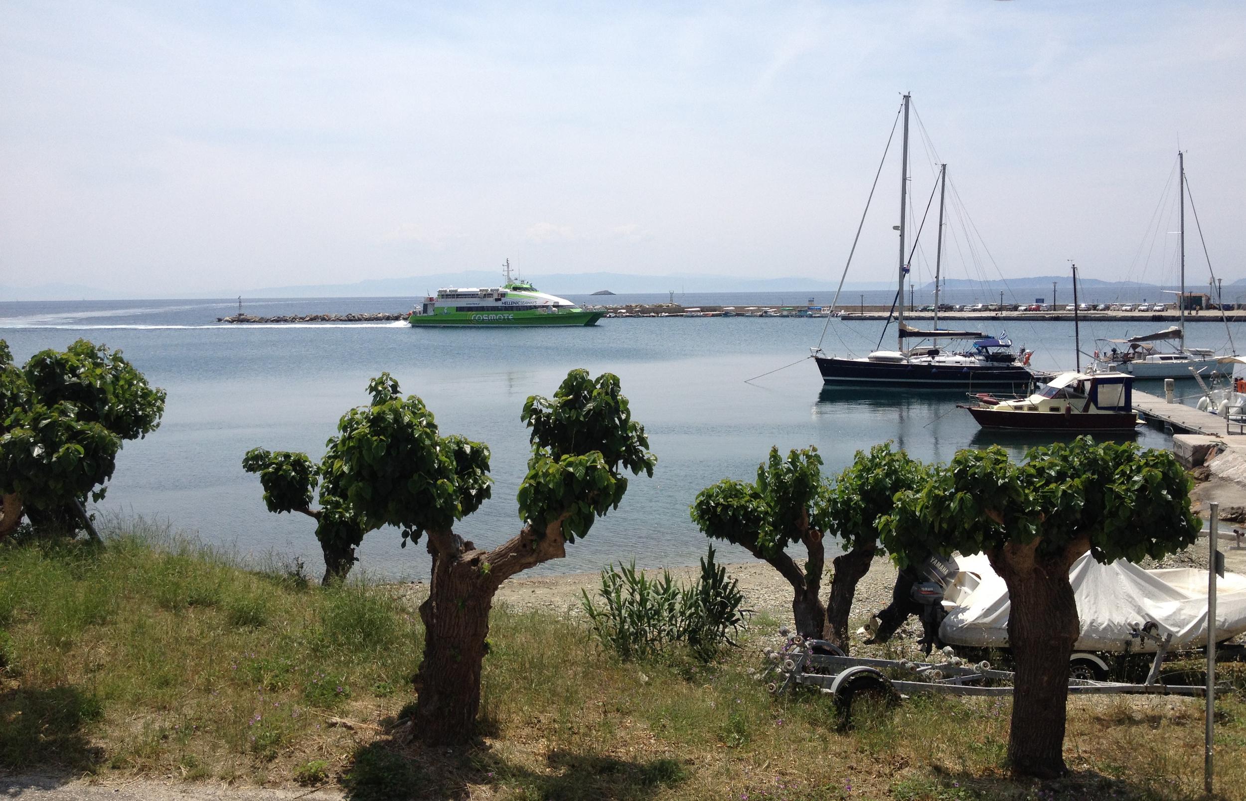 Loutraki Harbour from Petrinos Taverna.jpg