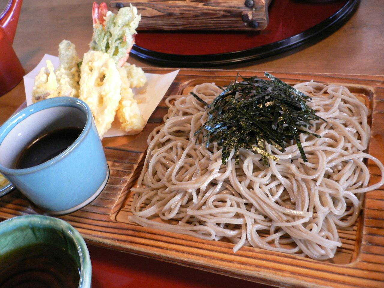 Shinshu_soba,_ten_zaru_by_hirotomo_in_Suwa,_Nagano.jpg