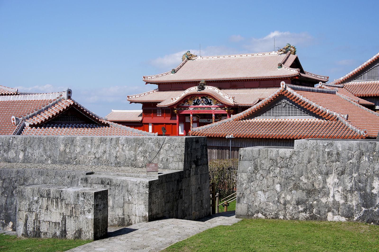 Naha_Shuri_Castle50s3s4500.jpg