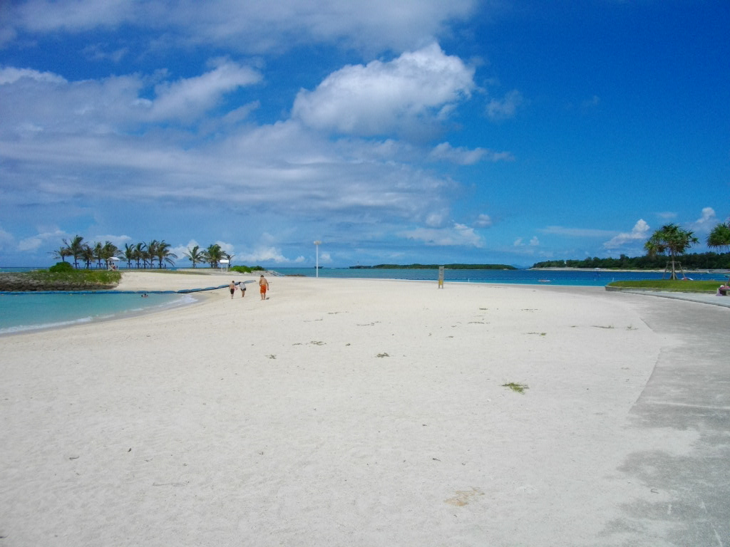 Okinawa_Emerald_Beach.JPG