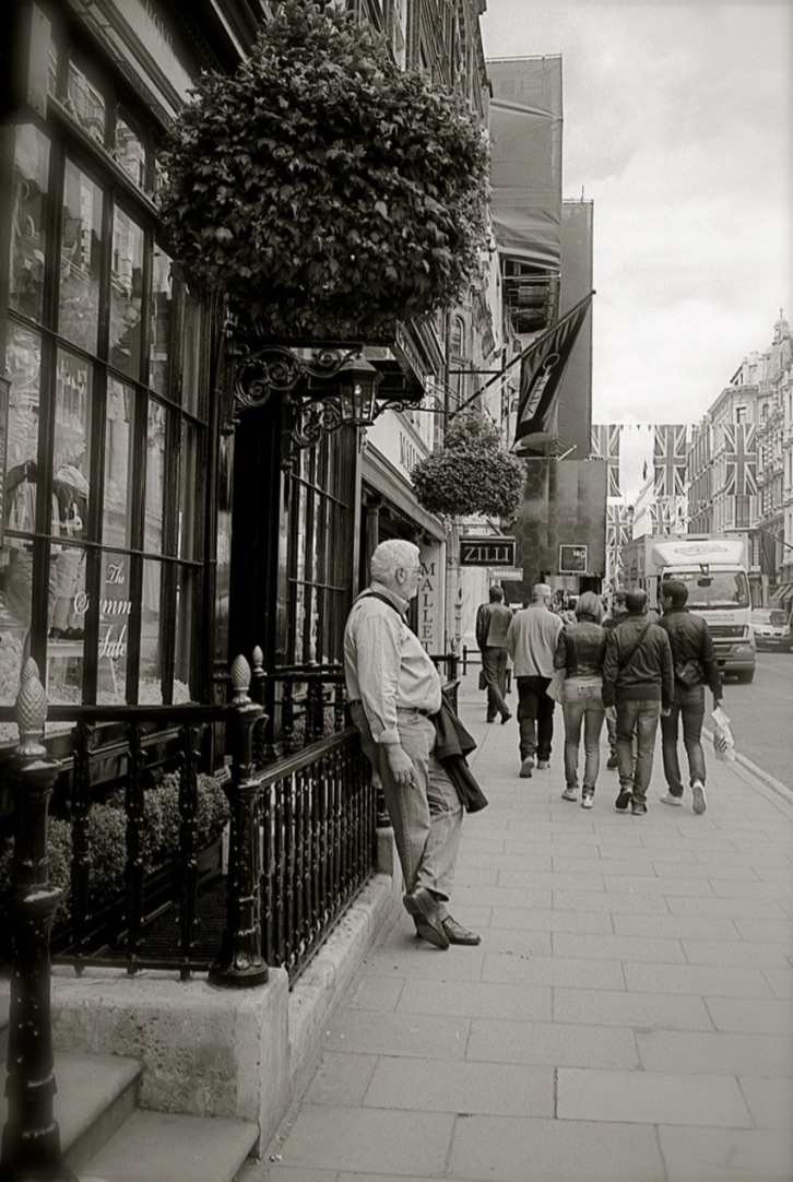 A cigar whilst I wait for my wife, New Bond Street, London, England (Summer 2012)  // Ilford XP2 400, Minolta Himatic // Waiting can be beautiful.
