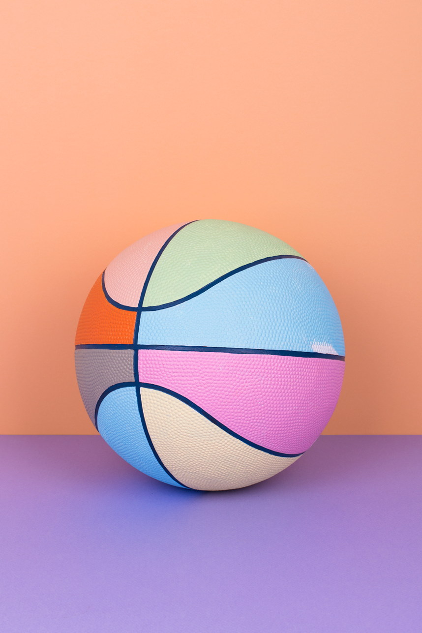Colour Basketball , Mireia Ruiz // Does changing the colours of basketball transform the experience of the game?