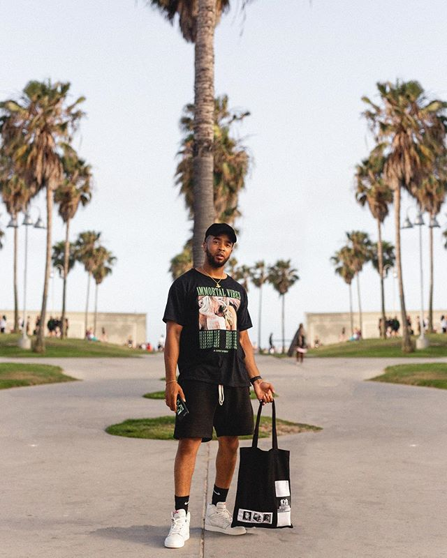 Palm trees only 🌴🌴🌴 #RagandBone Cap #ImmortalVibes Tee #Essentials Shorts #JumpaMan23 Sneakers #RickOwens Bag #inmyjs #jordan1club #fearofgod #clubfearofgod #rickowensonline #wdywt #hsstyle #snobshots #venicebeach #la