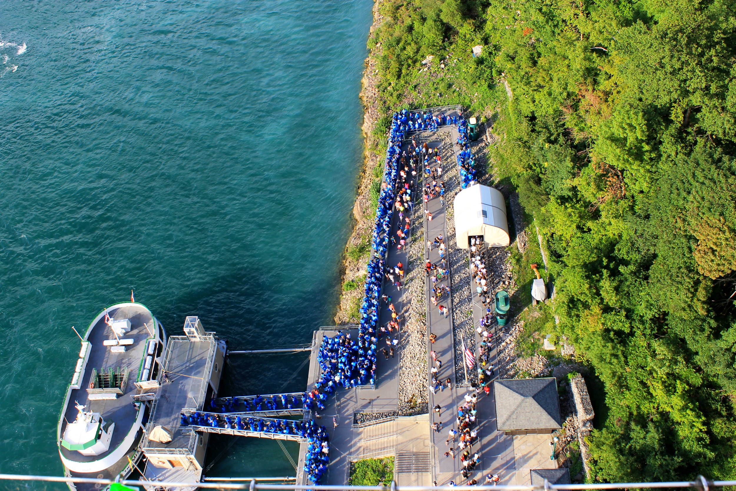The crazy line for Maid of the Mist