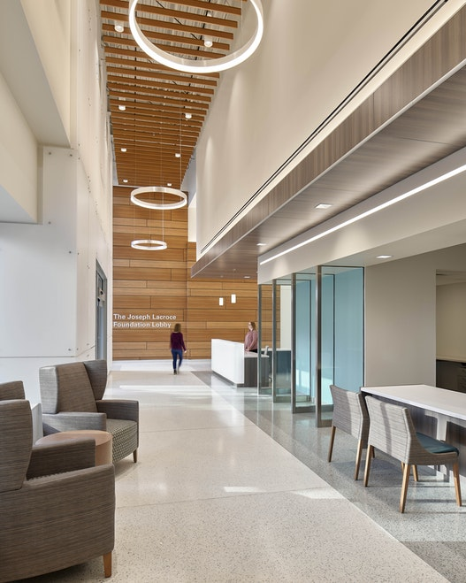 Inside of the Virtua Samson Cancer Center features an indirect access to natural light as a way to improve the patients' visiting experience.