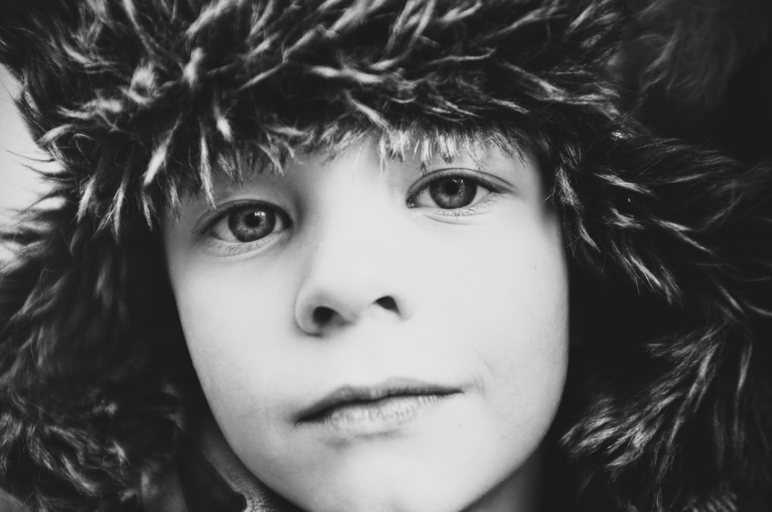 Portrait Junge Schwarz Weiss
