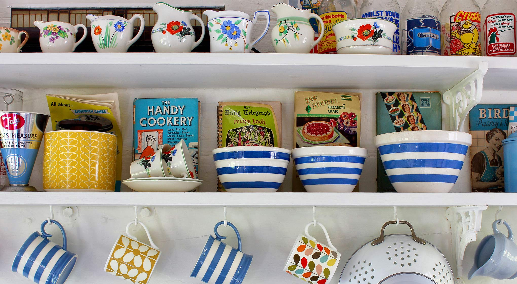 Interior-kitchen shelves.jpg