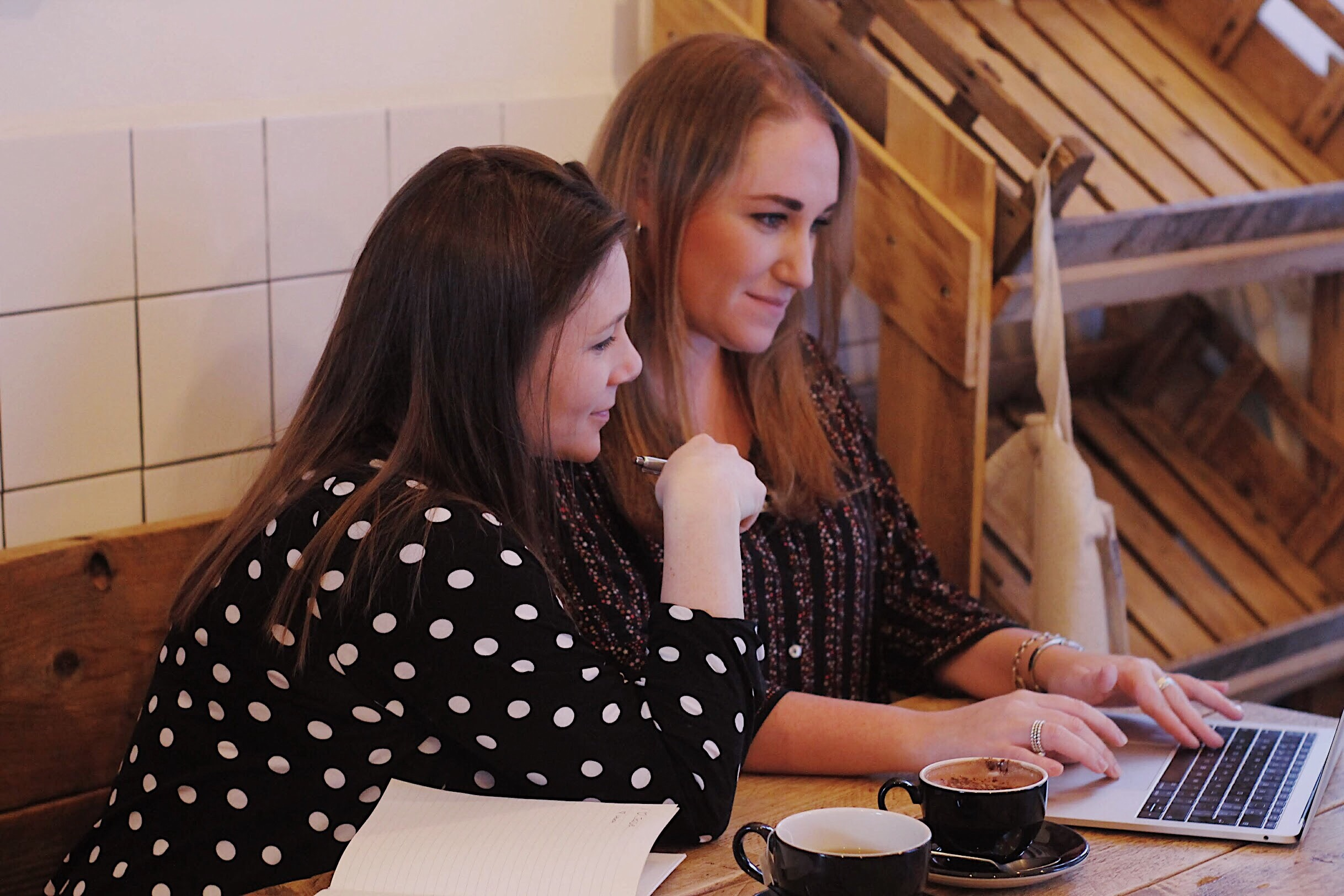 Introducing The Doers - Meet Jess and Laura, the brains behind The Doers, a collective of hand-picked freelancers working across the marketing mix. We had the pleasure of talking to them about their views on how to get influencer marketing right, why the agency model is broken and why community over competition is so important when operating in the freelance world.