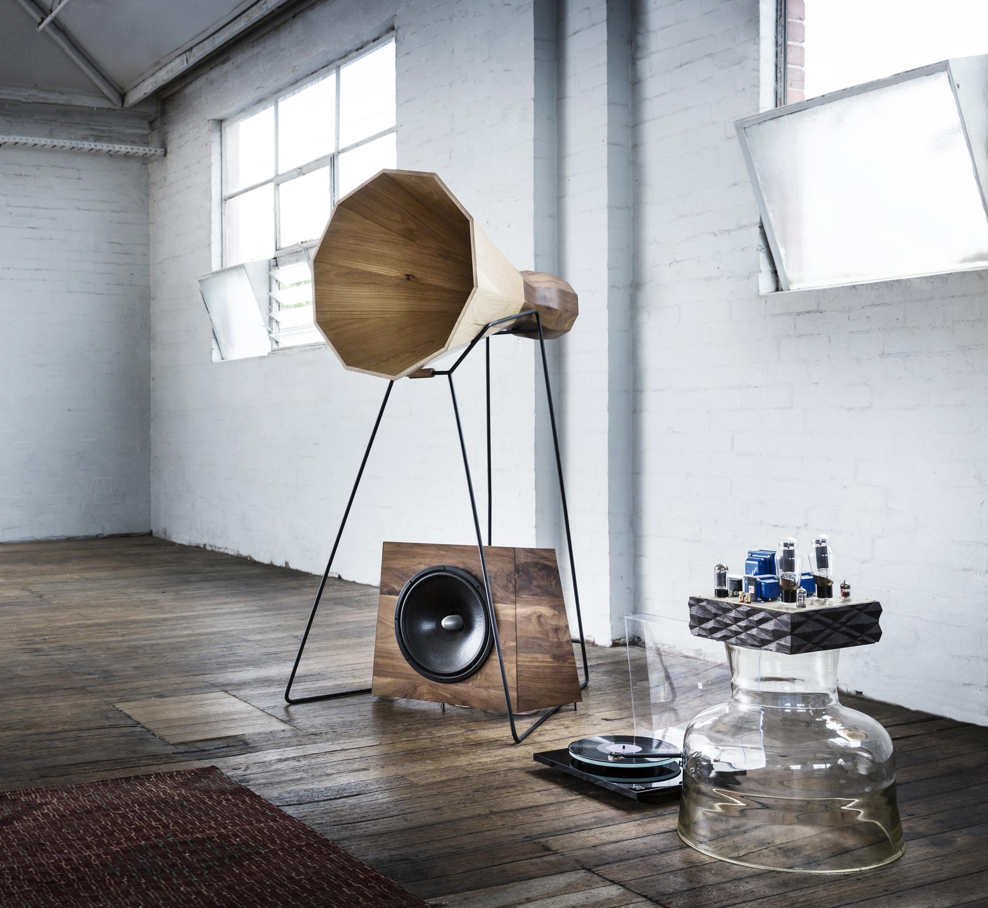 Alex Earl Horn speakers valve amplifed sound.jpg