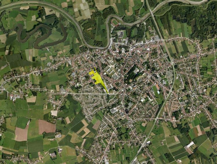 Op deze luchtfoto van Hamme zie je dat Tasibel (geel) centraal gelegen is.
