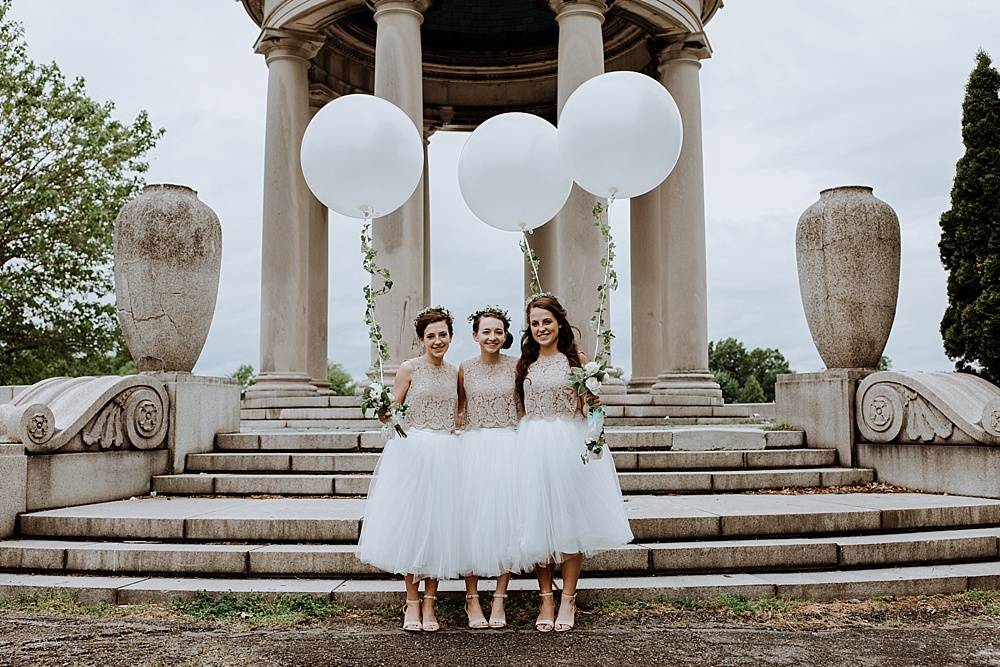 22-junior-maids-in-tulle-with-balloons.jpg
