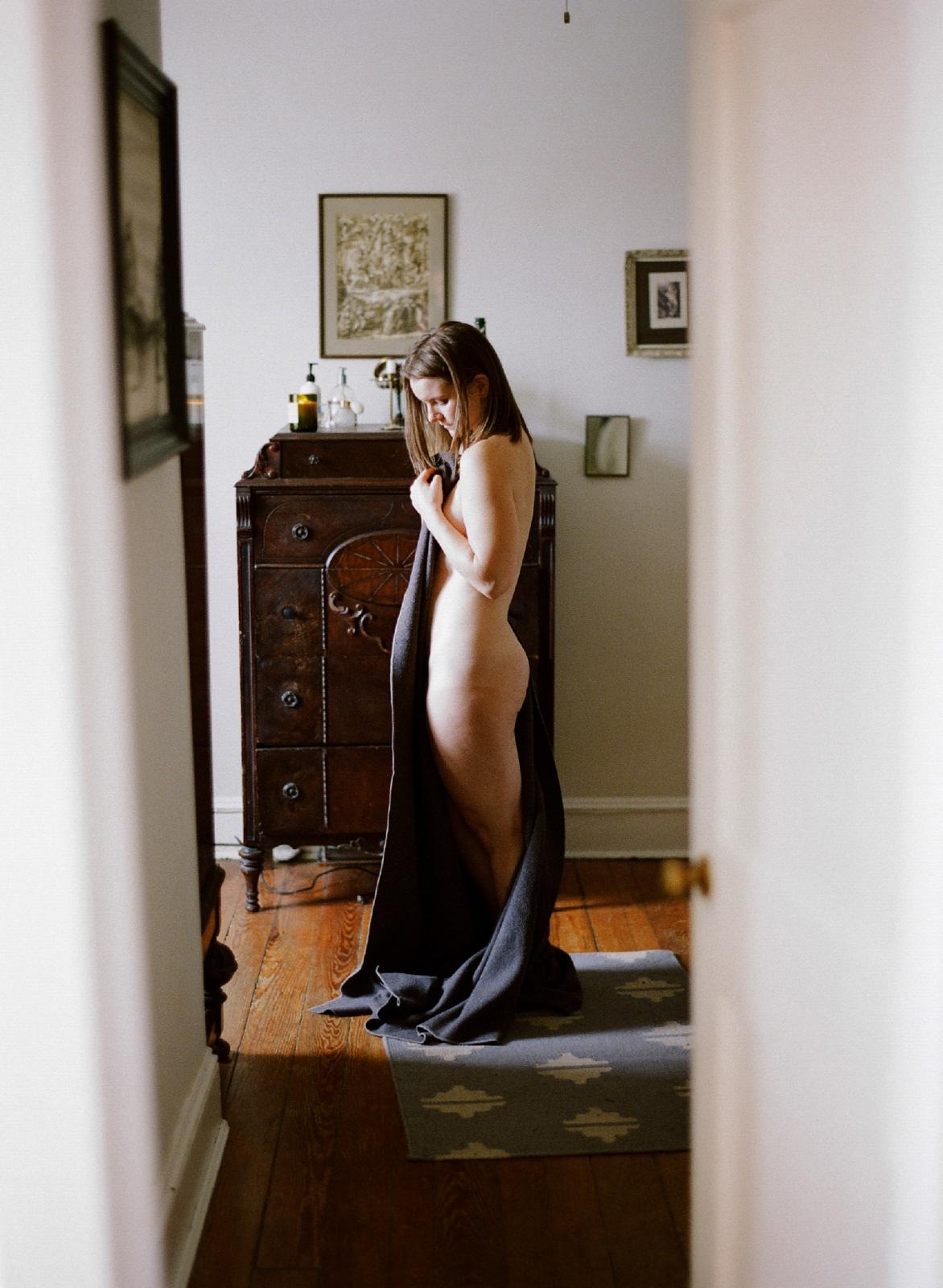 moody fine art boudoir photographer annapolis maryland boudoir photographer shannon griffin_0004.jpg