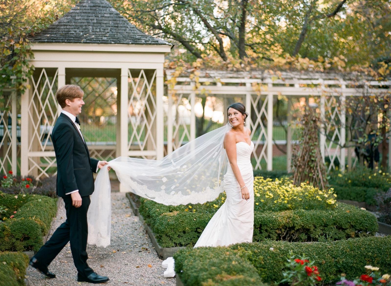 atrium at curtis center wedding photographer philadelphia wedding photographer shannon griffin_0002.jpg