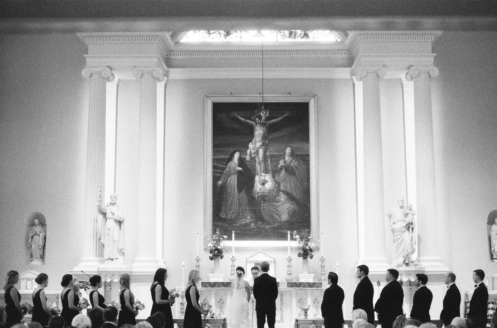 atrium at curtis center wedding photographer philadelphia wedding photographer shannon griffin_0004.jpg